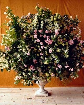 Flower-arranging-la104174-003_vert