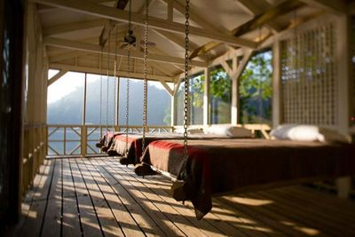 700_quentinbacon-photo-porch-bed