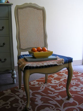 Chair_with_mandarins