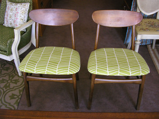 Green_mid_century_chairs